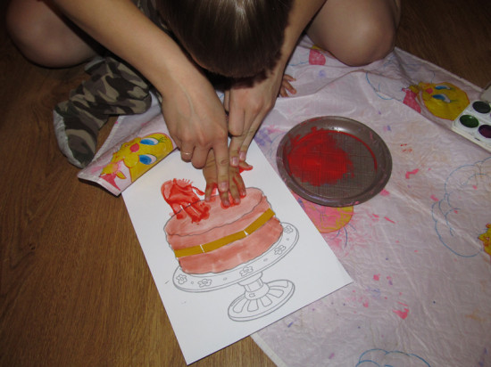 рисуем ладошками с малышом
