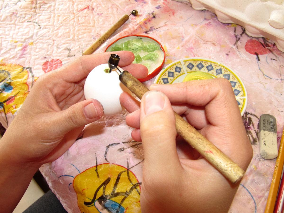 Распинывают яйца порно 10 фотография