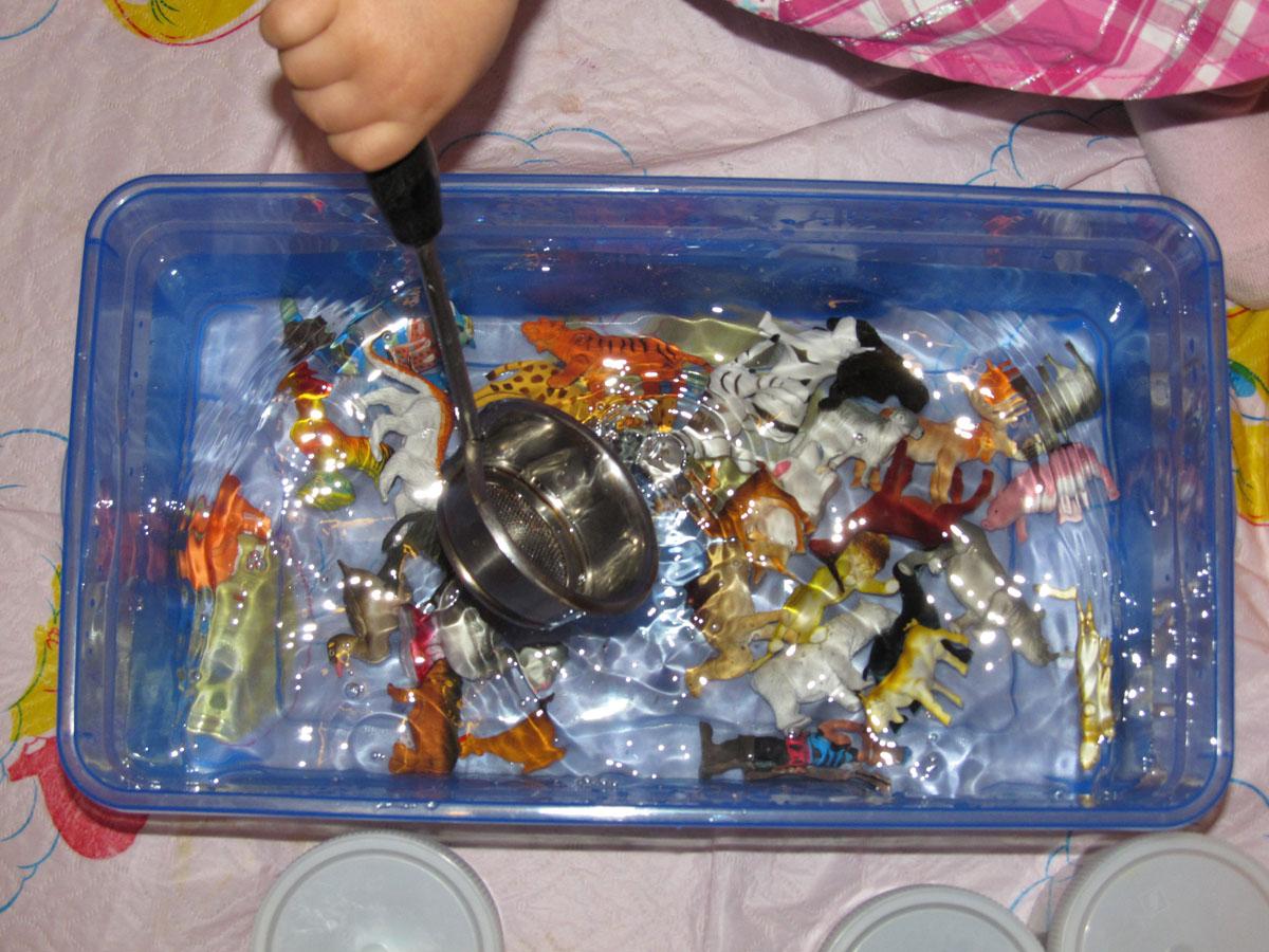 Сенсорная коробка для ребенка своими руками 98