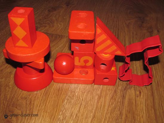 сенсорная коробка, красные предметы