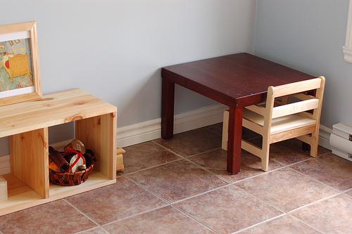 Методкика Монтессори, низкая детская мебель, стол и стул