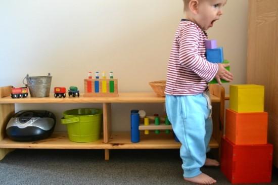 Методика Монтессори, стеллаж для игрушек