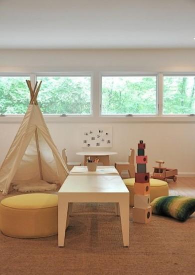 Методкика Монтессори, низкая детская мебель, стол, пуфики и палатка