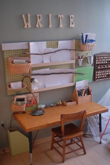 Методкика Монтессори, низкая детская мебель, стол