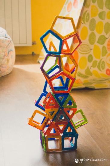 Башня из Магформерс, магнитного конструктора из японии