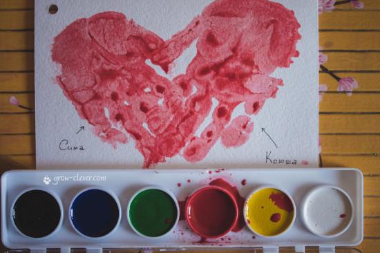 рисование ладошками вместе с ребёнком, сердце из ладошек