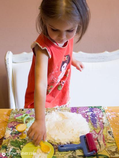 Как сделать снег своими руками в домашних условиях? фото