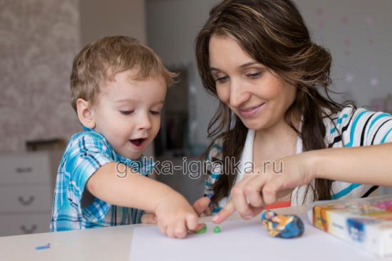 раннее развитие, мама играет с малышом, игры с детьми, домашние занятия с малышом