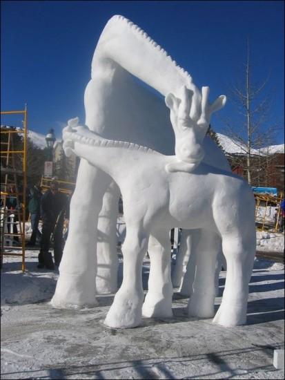 снежный жираф, фигурки из снега, лепим из снега