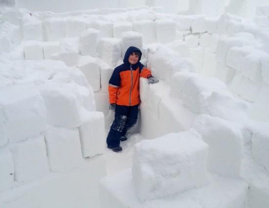 Башня из снега, снежная башня, снежная стена, строим из снега