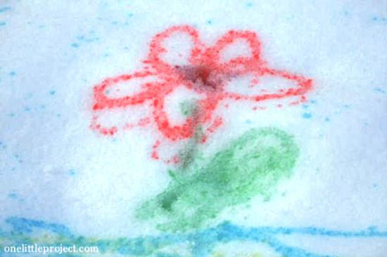 рисуем на снегу красками, рисование на снегу, игры на свежем воздухе зимой