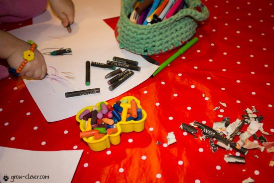 переплавка восковых мелков, повторное использование восковой пастели, игры с восковыми мелками